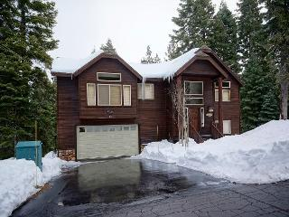 Talmont Time -Beautiful 4 BR Home in Quiet Neighborhood. Tahoe Park HOA Beach, Tahoe City