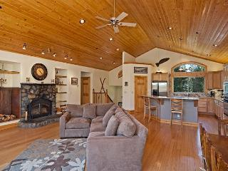 Woodside-West Shore 5 BR Lodge w/ Hot Tub, Pool Table & Game Room - Sleeps 12, Tahoma