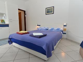 Apartment 544
