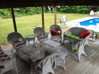 5 bedrooms, Sleeps 10, Heated Pool, AC, Outdoor Shower, Pet-friendly, Large Yard