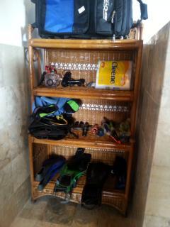 Equipment for snorcheling, 3 fins 3 masks 3 snorkels.
