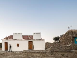 Casas Caiadas / Whitewashed Houses, Evora District