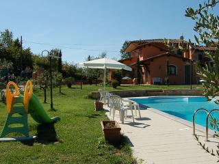 3 bedroom villa with private pool and fenced garde, Chiesina Uzzanese