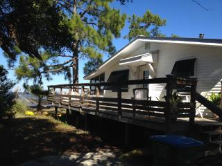 Charming Bayfront Cottage Dock WiFi Porch, St. George Island