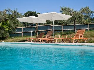 Red flat in farmhouse with pool in Montegiorgio