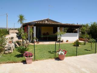 villa singola con piscina privata, 1,5 km dal mare