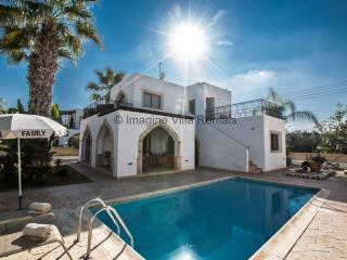 Elena 8|3 beds villa|walking distance to the beach