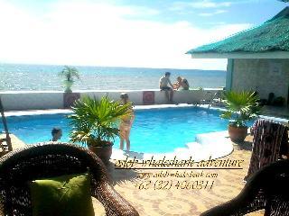 George and jimmy Whalewatching Resort, Sandugan