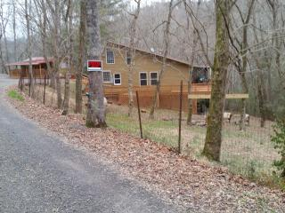 Secluded Center Hill Home & Guesthouse, Smithville