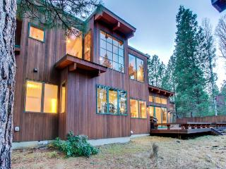 Spacious home w/ private hot tub & shared resort amenities!, Black Butte Ranch