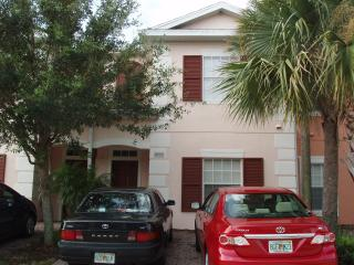 Cozy resort townhome 4Br/3Ba, 5 miles from Disney