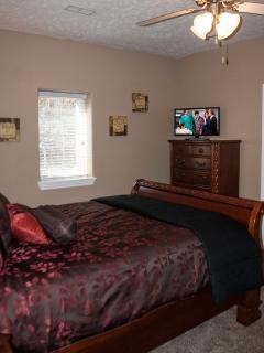 Queen Bedroom Main Level