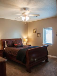 Queen Bedroom Main Level pic 2