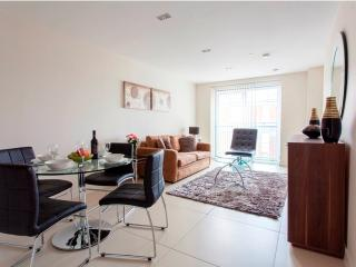 Neutral décor & Spacious MoLi Bezier 1 bedroom Apt, Londen