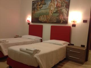 IN FIERA 5: large,comfortable in front of fair and near old town