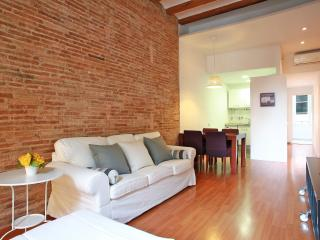 Gracia Renovated 2 bedrooms Apartment