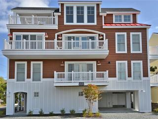 Very nice 6 bedroom, 4 1/2 bath townhome located a block to the private beach in Sussex Shores. Great views!, Bethany Beach