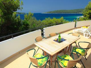 BEACHFRONT apartment on Korcula - bright, spacious, Blato
