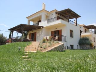 HOLIDAY VILLA WITH SWIMMING POOL IN PORTO HELI, Porto Heli