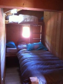 Dortoir Lits superposés et un lit   tous en 90 cm