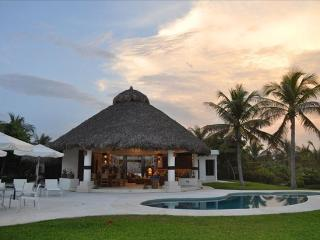 Villa Cid, Amazing Beachfront House, Puerto Escondido