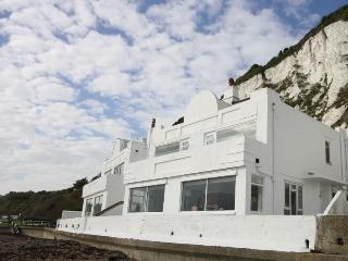 A spectacular house directly on the beach, Deal