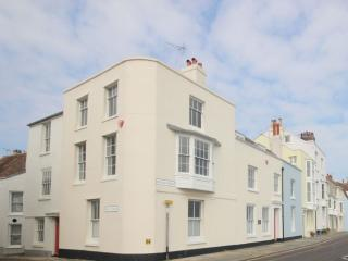 An incredible 4 bed seaside home on the seafront