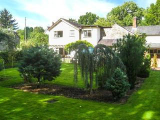 THE TALKHOUSE, former coaching inn, en-suites, open fire, bar, landscaped garden, near Caersws, Ref 7756