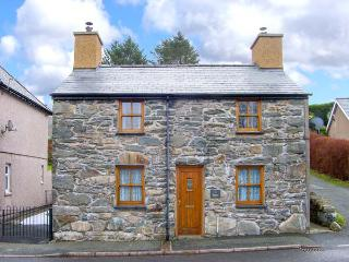 TY MAWR, pet-friendly character cottage with garden, close mountains and beaches, Manod Ref 27727, Blaenau Ffestiniog