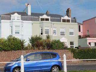 A fabulous seafront apartment overlooking the sea, Deal