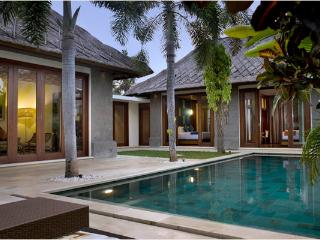 Mahagiri, Luxury 3 BR Villa, Central Sanur
