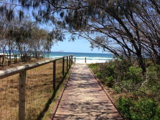 2-Bedroom Unit Across Rd from Gold Coast Beaches