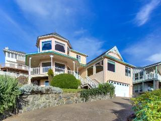 Classic home w/ views, game room, hot tub, and space for 20!, Lincoln City