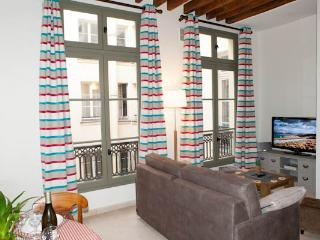 Rue Amelot. Peaceful and designed 1 bedroom, París