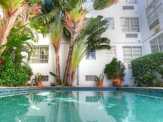 Miami Beach - Trendy SoBe loft with plenty of light, pool - steps to beach.
