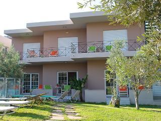 """ELEA"" - Cozy Apartment with Swimming Pool Near the Sea"