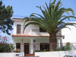 Casa de Praia (2km) c/ jardim & BB; prox. Lisboa, Charneca da Caparica