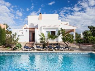 Great value villa with pool, near Playa den Bossa., Ibiza Ciudad