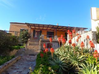Casa vacanze con terrazza vista mare, La Maddalena