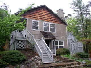Mountain Chalet with Wi-Fi, Pet Friendly, Firepit