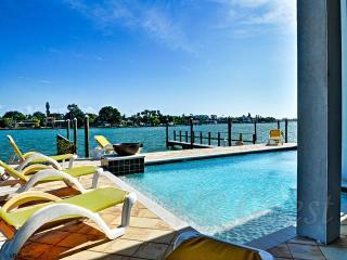 Treasure Trove Buccaneer Waterfront vacation condo, Treasure Island