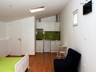 Bijou Black Apartment, Nazare, Portugal