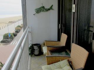 OCEANFRONT Oceans II #305  Ocean & Boardwalk Views, Virginia Beach