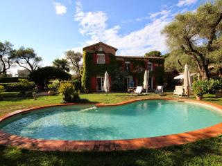 Villa with huge garden and pool on Cape d'Antibes