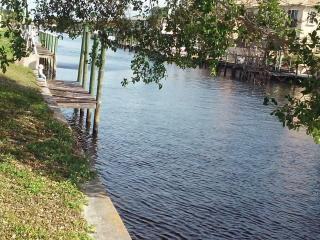 (1)Relaxation's waiting!Waterfront vacation studio, Cape Coral