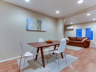 MODERN CITY OASIS; 5 MIN WALK TO EVERYTHING; HUGE YARD; BEST DEAL IN SD!, San Diego