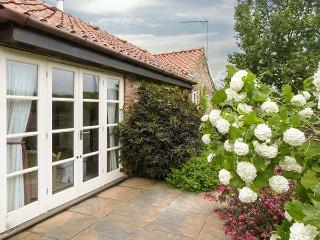 COBBLE COTTAGE, all ground floor, woodburning stove, off road parking, garden, in Stamford Bridge, Ref 913906