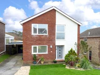 BAY VIEW, detached, WiFi, off road parking, patio garden, ideal family home