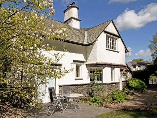 BECK COTTAGE, detached, woodburner, natural garden, parking, in Bowness & Windermere, Ref 920250, Bowness-on-Windermere