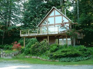 Hidden Forest Beach House, Quadra Island